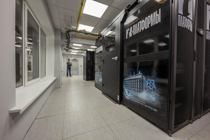 Суперкомпьютер в ИДСТУ СО РАН. Фото Владимира Короткоручко, пресс-центр ИНЦ СО РАН