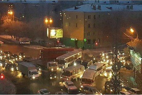 Утром 10 января в Иркутске образовались девятибалльные пробки      10 января 08:47