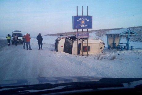 Машина скорой помощи перевернулась натрассе вИркутской области