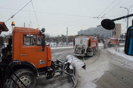 Тысячу тонн снега вывезли сулиц Иркутска ввоскресенье