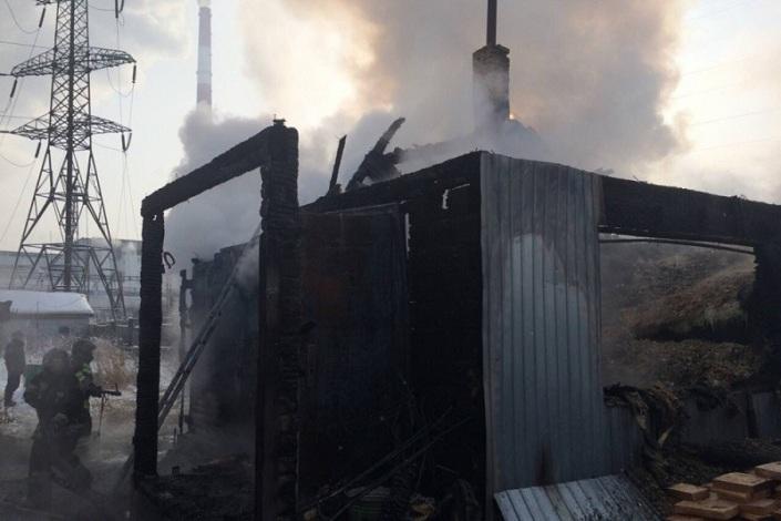 ВИркутском районе впожаре всадоводстве погибли два маленьких ребёнка