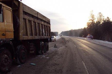 ВПриангарье два человека погибли при столкновении иномарки игрузовика