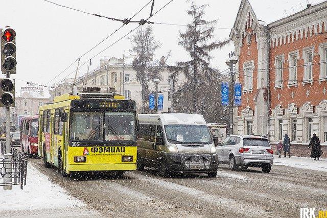 За зиму реагентами в Иркутске обрабатывают в общей сложности около 800 километров дорог.  Автор фото — Валерия Алтарёва