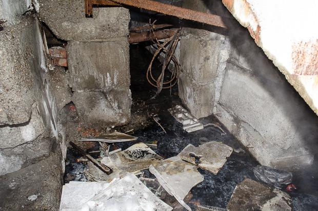 В подвале постоянно стоит вода.