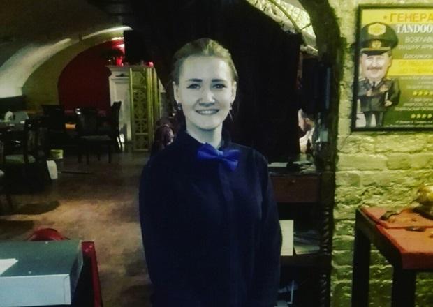 Официант «Тандури» радуется открытию. Фото из группы заведения ВК