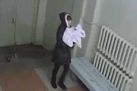 Неведомая женщина подбросила вперинатальный центр Братска новорожденного ребенка