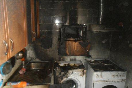 Пожарные спасли мужчину изгорящей квартиры вТулуне