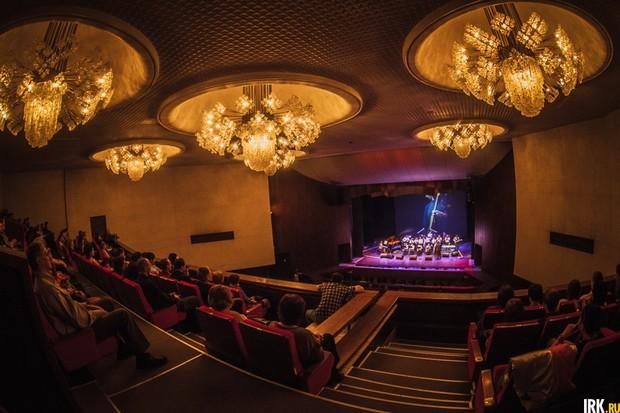 Джазовый концерт в Иркутском музыкальном театре имени Н. М. Загурского. Автор фото — Артем Моисеев