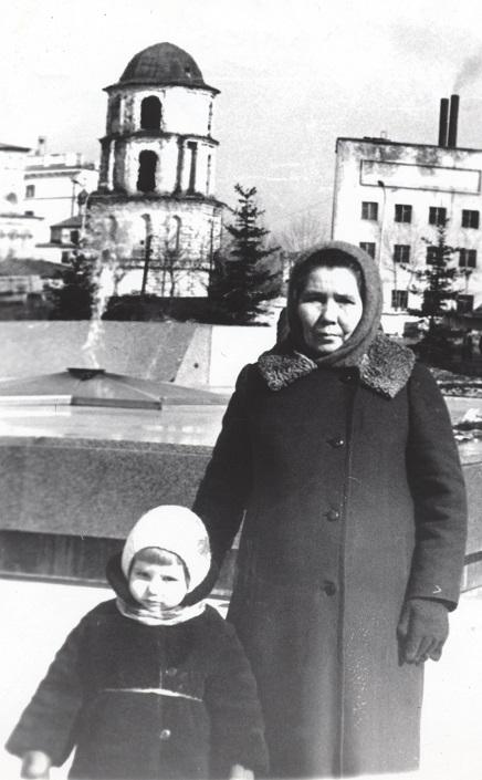 1977 год. Дочь Ирина с бабушкой Марией Тимофеевной Ворошниной