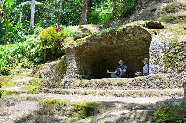 Грот для медитации в Goa Gajah