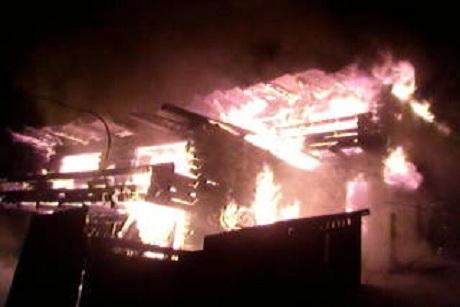 Гостевой дом сгорел впоселке Листвянка наБайкале