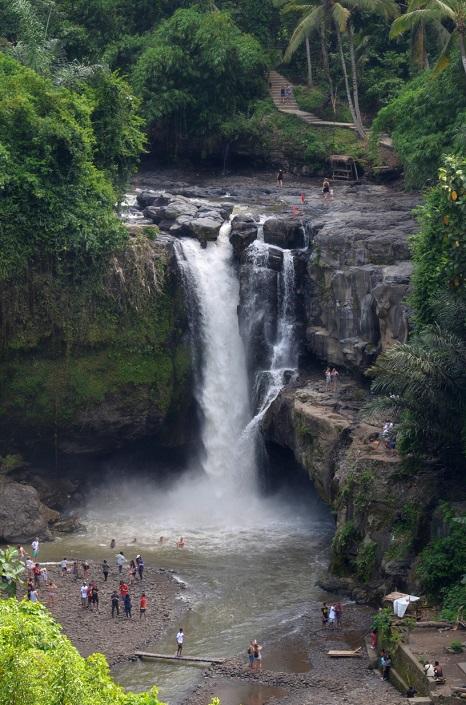 Прогулка у водопада