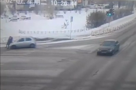 Схвачен шофёр малолитражки, сбивший вАнгарске женщину с сыном