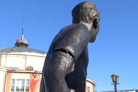 ВИркутске повредили монумент Леониду Гайдаю
