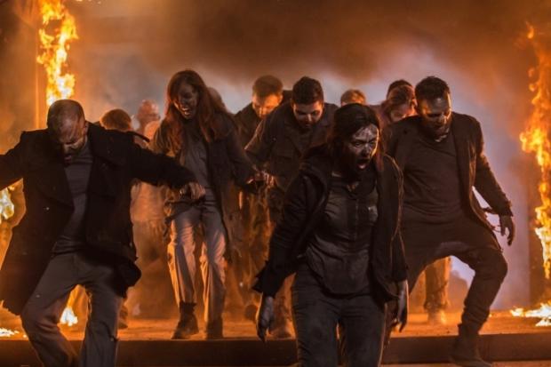 Возможно, динамическим монтажом пытались скрыть не очень хорошо загримированных зомби. Фото с сайта www.kinopoisk.ru