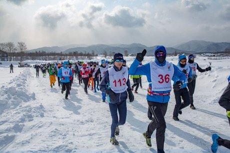 Экстремалы налыжах, коньках ивелосипедах покоряли Байкал вгонке «Ледовый шторм»
