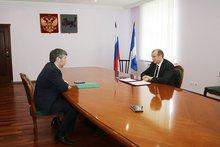 Сергей Левченко и Алексей Цыденов. Фото пресс-службы правительства Иркутской области
