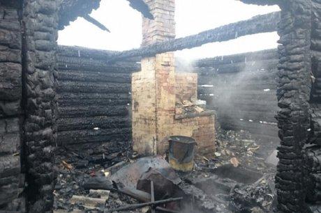 Мать идвое детей погибли напожаре вИркутском районе