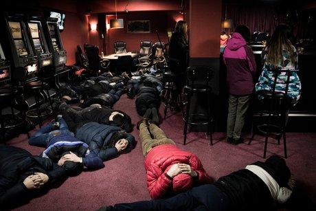 76 человек задержали вподпольном казино вИркутске