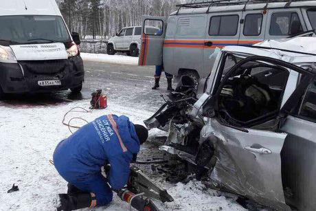 ДТП вИркутской области: натрассе столкнулись Хендай Solaris и Инфинити