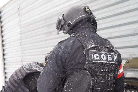 Три пистолета иучебную гранату изъяли вквартире жителя Братска