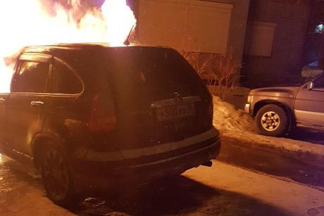 Два автомобиля сгорели вночь на2марта вИркутске