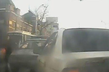 ВИркутске после погони полицейские задержали таксиста без прав