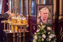 На прощании с Распутиным. Фото ИА «Иркутск онлайн»