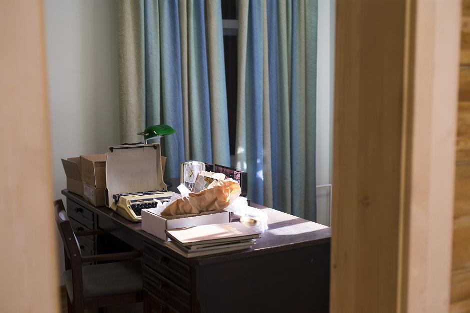 Личные вещи писателя привезли из его иркутской квартиры