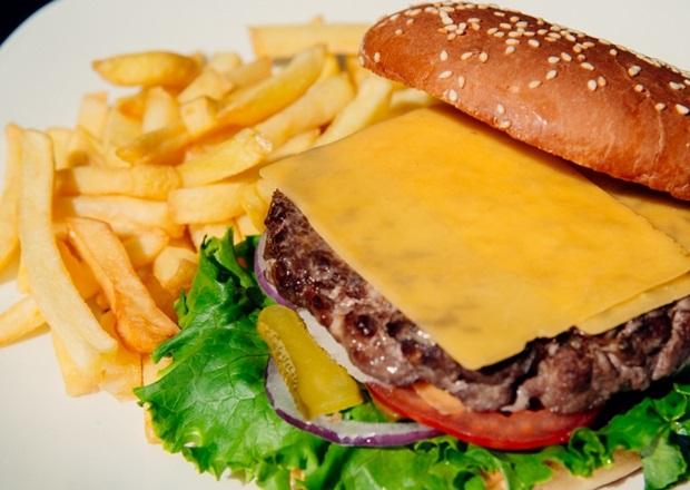 Чизбургер. Фото с сайта rocks.al-resto.ru