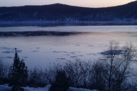 Байкальские cотрудники экстренных служб  сняли подростка сдрейфующей льдины