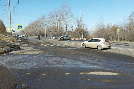 Шофёр  Тойота  умер  при столкновении савтомобилем Мазда  вИркутске