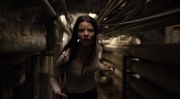 Режиссёра можно поздравить с тем, что он нашёл прекрасную юную актрису Аню Тейлор-Джой, абсолютно конгениальную его кинематографу