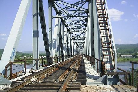 Восточно-Сибирская желдорога заканчивает строительство моста через реку Лена