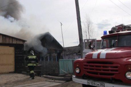Изгорящего дома вТулуне спасли 2-х маленьких детей