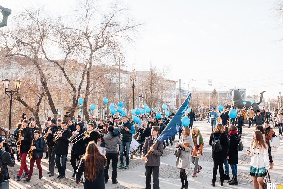 Фестиваль открылся праздничным шествием по 130-му кварталу.