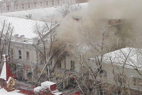 Двухэтажное сооружение полыхает наулице Карла Маркса вИркутске