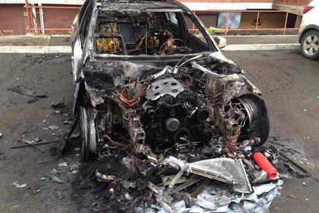 Benz, Тойота Vitz и Ниссан сгорели вмикрорайоне Первомайском вИркутске