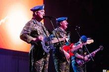 Выступление «Голубых беретов» в Иркутске 24 апреля. Автор фото — Никита Пятков