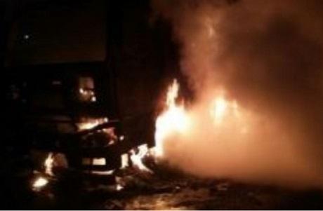 Ночью вИркутске горел автомобиль Вольво