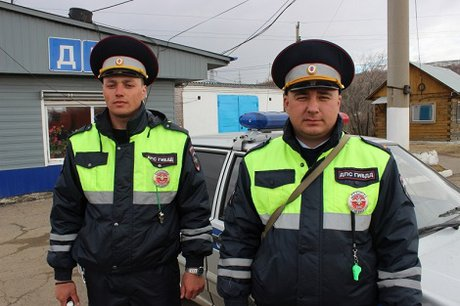 ВИркутске госавтоинспекторы доставили в клинику девочку, покусанную собакой
