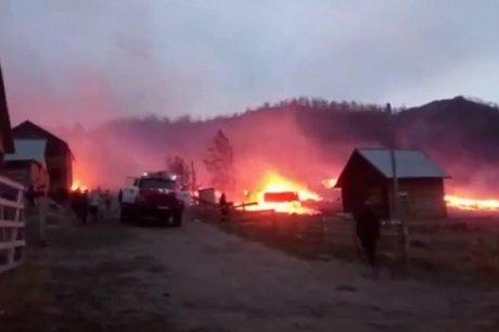 НаБайкале вбухте Зуун-Хагун сгорели несколько дачных домиков