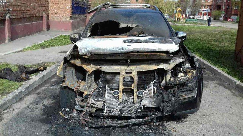 Ночью 11мая вИркутске сгорел MercedesGL 500
