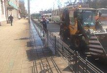 Мойка дорожных ограждений. Фото с facebook.com