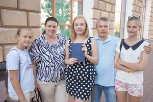 Наша дружная семья: папа,мама и лапочки дочки:)))