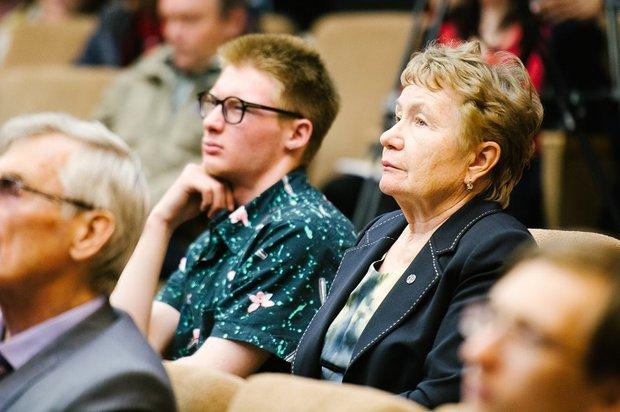 Жители Иркутска слушают доклады монгольской делегации