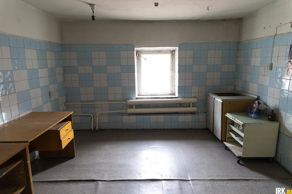 Раньше аптека принимала травы от населения, они хранились в этой комнате