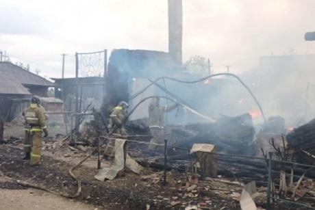 Около 800 человек гасят природные пожары вИркутской области