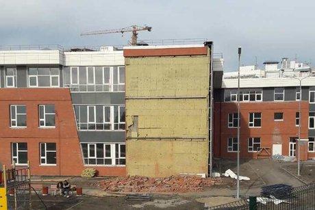 Вшколе иркутского микрорайона Эволюция проводят усиление стены