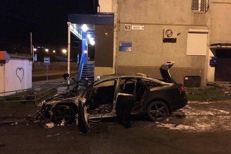 ВИркутске вмикрорайоне Юбилейном сожгли автомобиль Ауди A6